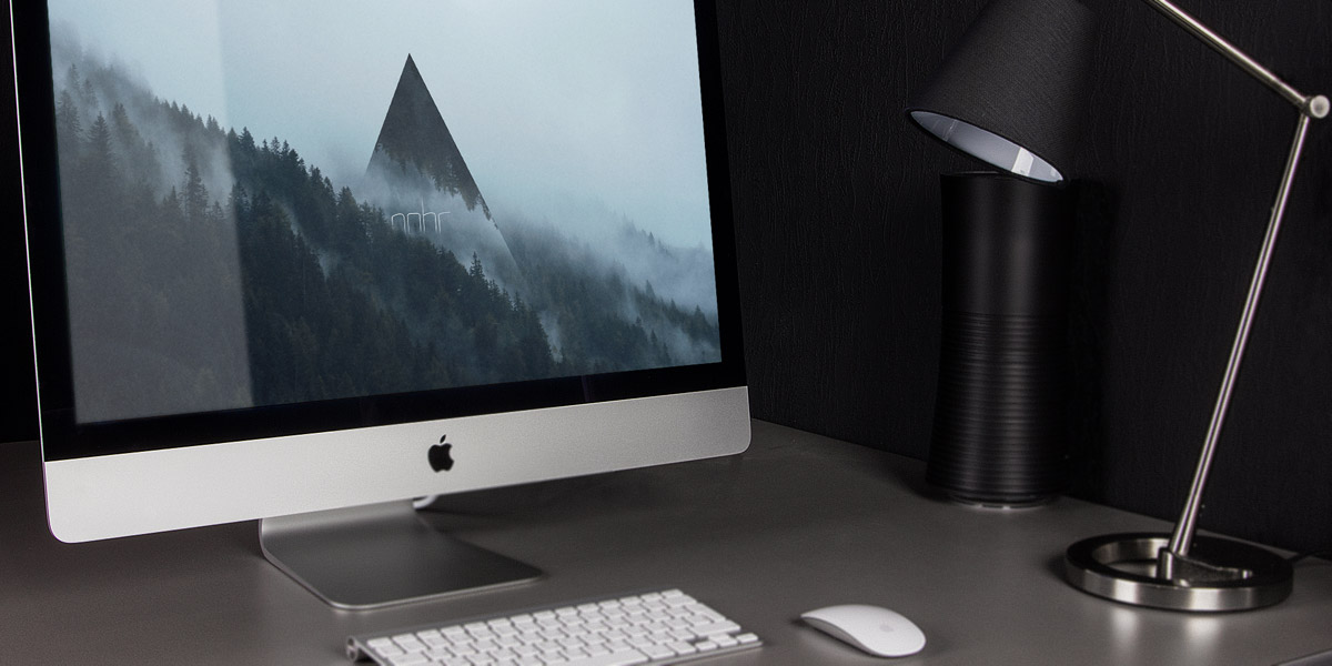 Desktop with an imac and the Nohr wallpaper on the screen.